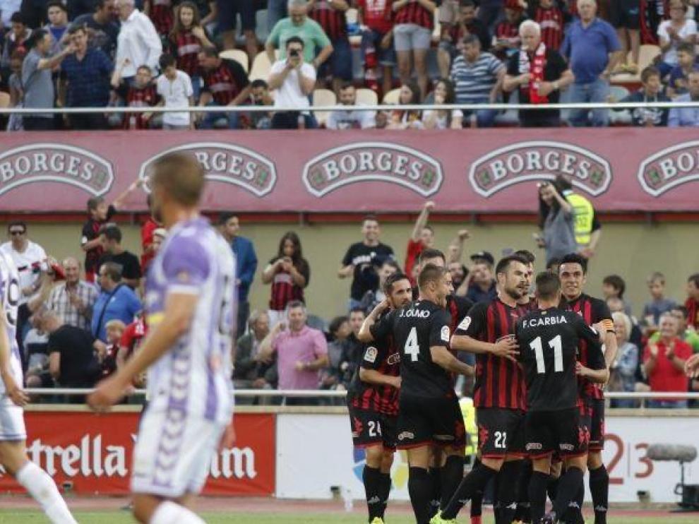 Los jugadores del Reus celebran un gol en el partido contra el Valladolid investigado dentro de la Operación Oikos.
