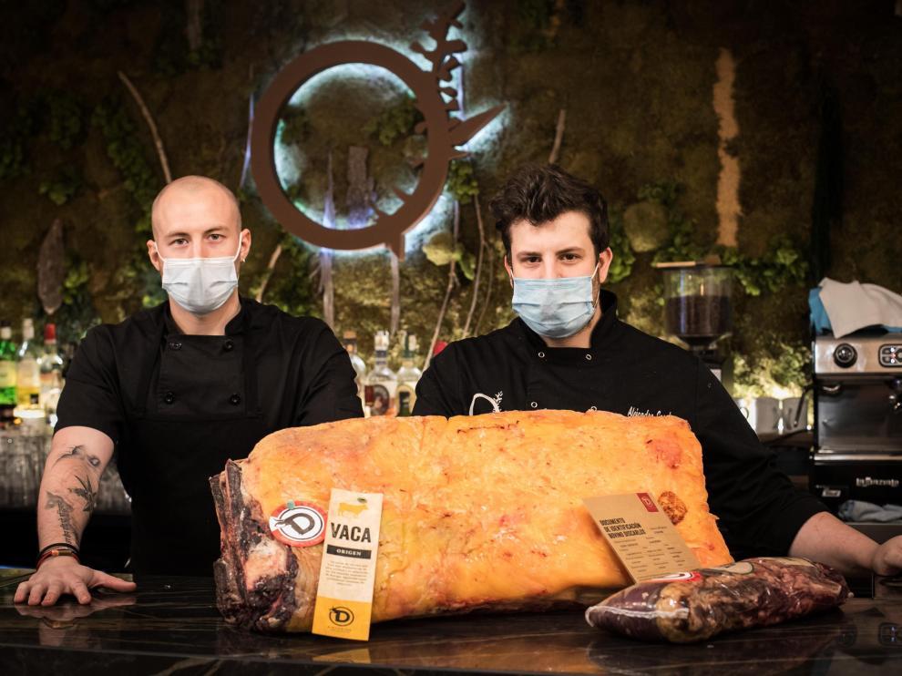 Marcos Alcubierre y Alejandro García, cocineros del restaurante Saucco, de Zaragoza.