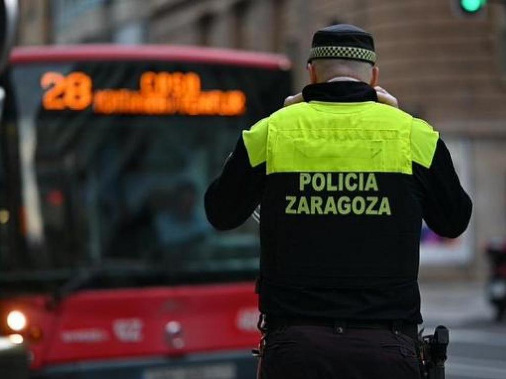 En el suceso han intervenido agentes de la Policía Local y bomberos de Zaragoza.