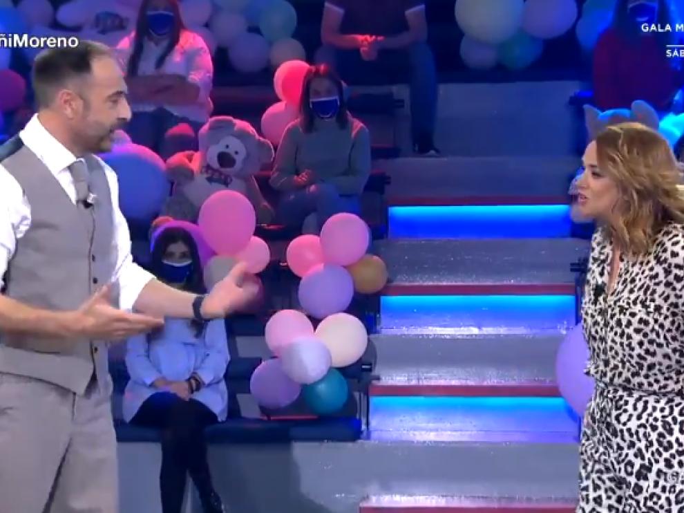 El presentador, Roberto Vilar, junto a Toñi Moreno, invitada este jueves