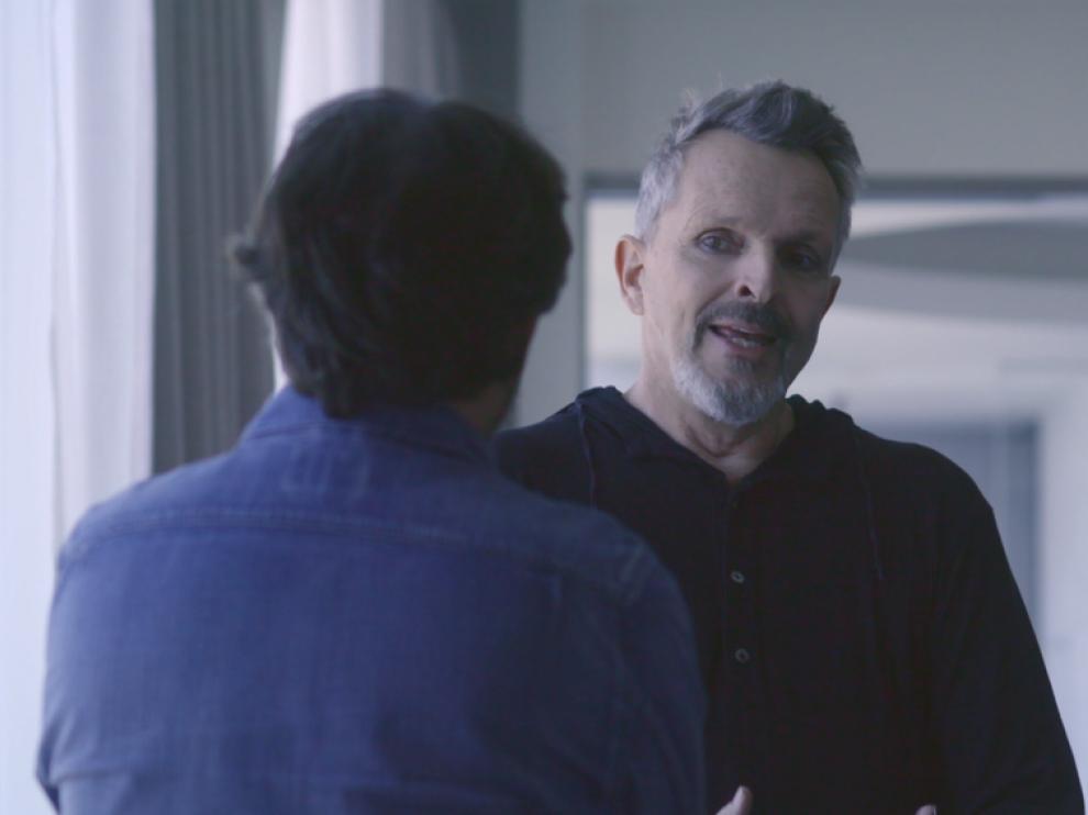 Miguel Bosé charlando con Jordi Évole