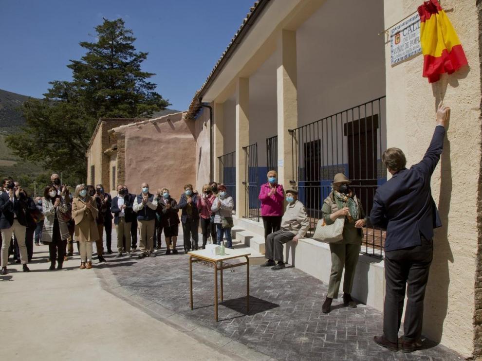 El Ayuntamiento de Sabiñán ha inaugurado la apertura de una nueva calle en el entorno del palacio de los Condes de Argillo
