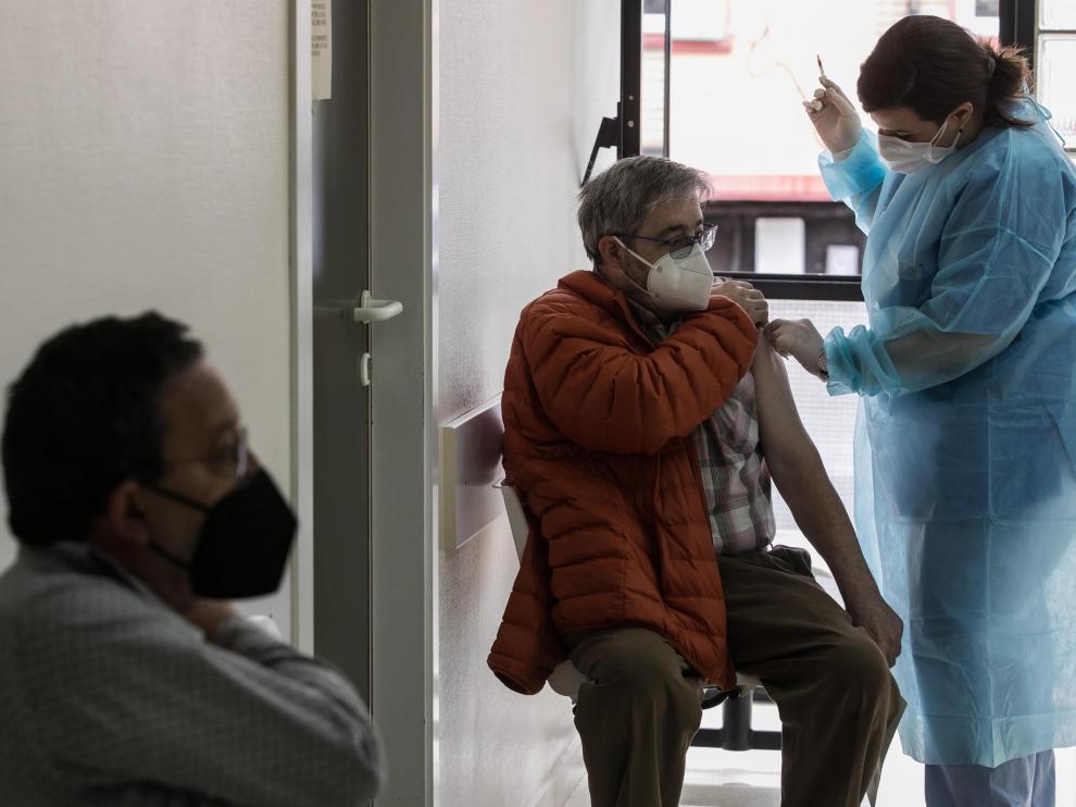 Vacunación con Janssen en el centro de salud Las Fuentes Norte de Zaragoza