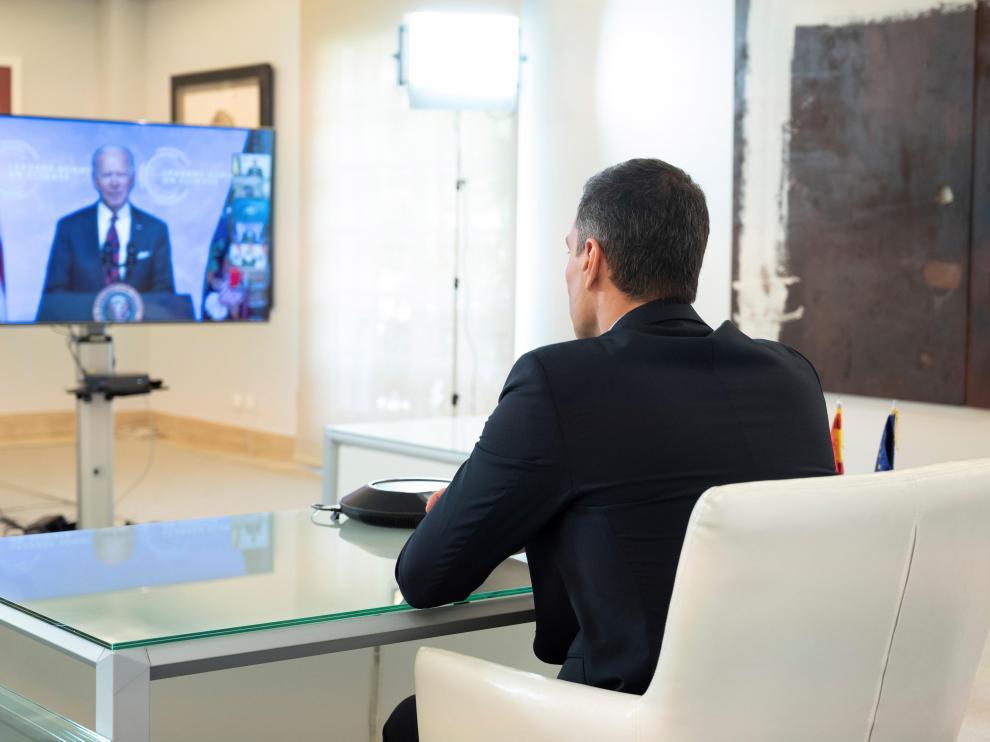 Pedro Sánchez durante la cumbre virtual con Joseph Biden.