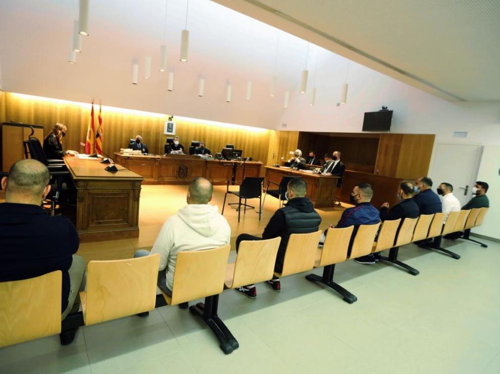 Ocho de los nueves acusados han comparecido este lunes en la Audiencia de Huesca. La novena es una mujer declarada en rebeldía.