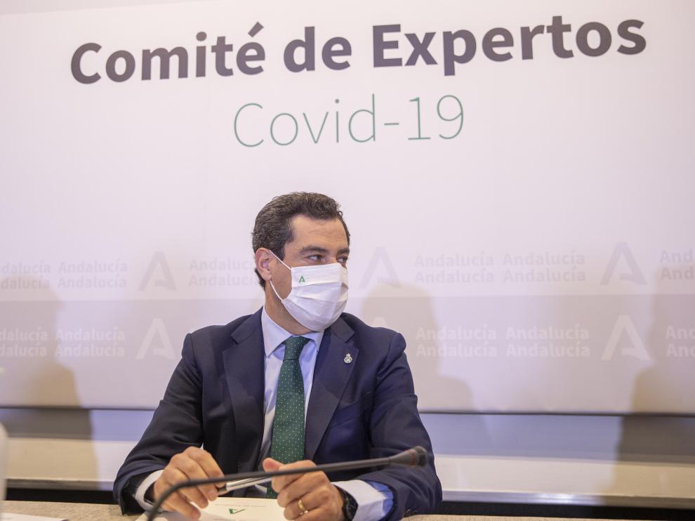 El presidente de la Junta, Juanma Moreno, preside la reunión del Consejo Asesor de Alertas de Salud Pública de Alto Impacto