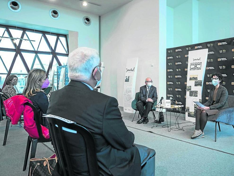 La USJ publica 'Postales de Zaragoza' de Jalón Ángel.