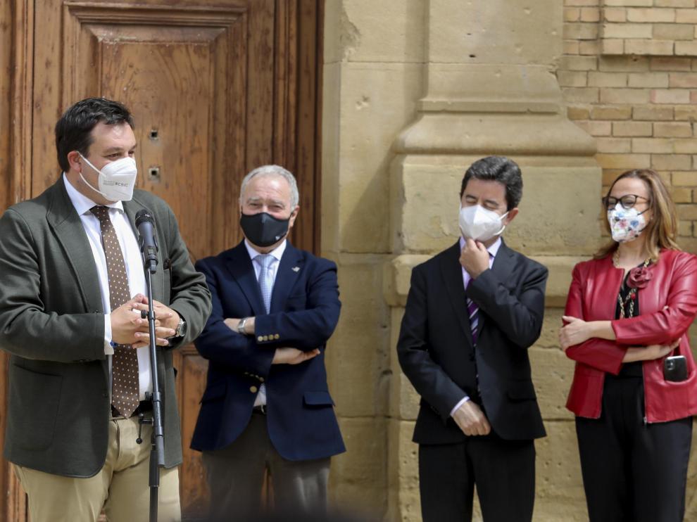 El secretario de Estado de Política Territorial, Victor Francos; el presidente de la DPH, Miguel Gracia; el alcalde de Huesca, Luis Felipe y la consejera de Presidencia del Gobierno de Aragón, Mayte Pérez.