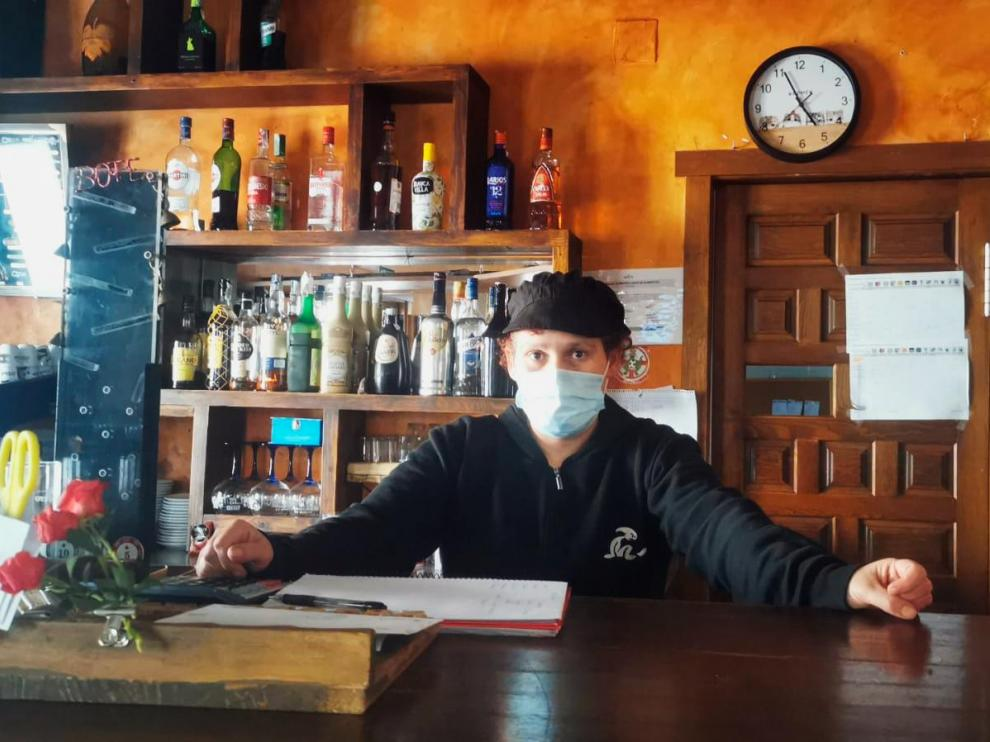 Laura García regenta desde febrero de 2020 el restaurante El Horno, en Camañas.