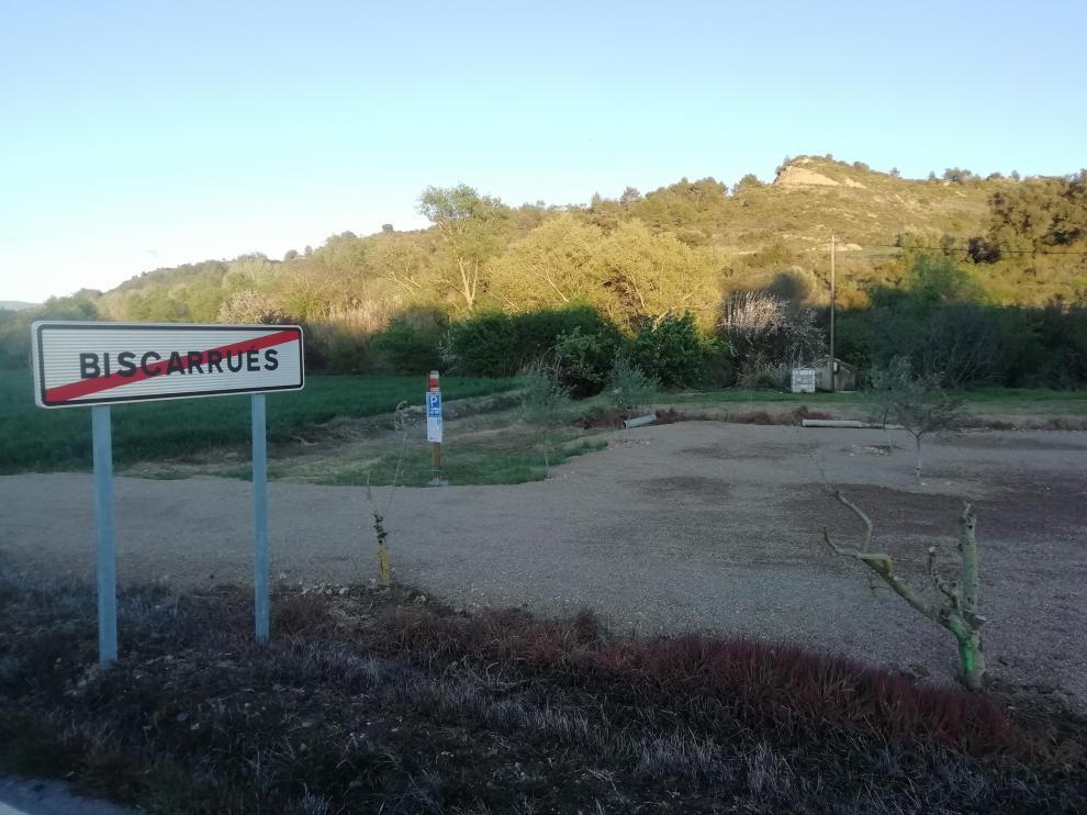 Área de estacionamiento de autocaravanas de Biscarrués junto a la entrada del pueblo