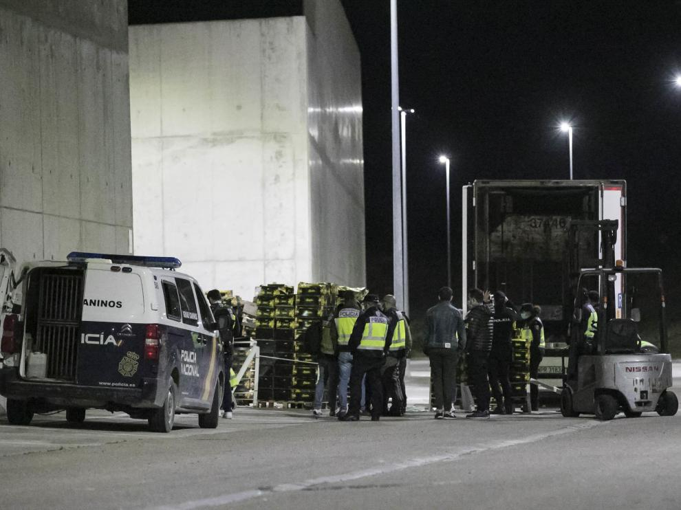 El amplio despliegue policial y el volumen de la carga revelan la magnitud de la operación.