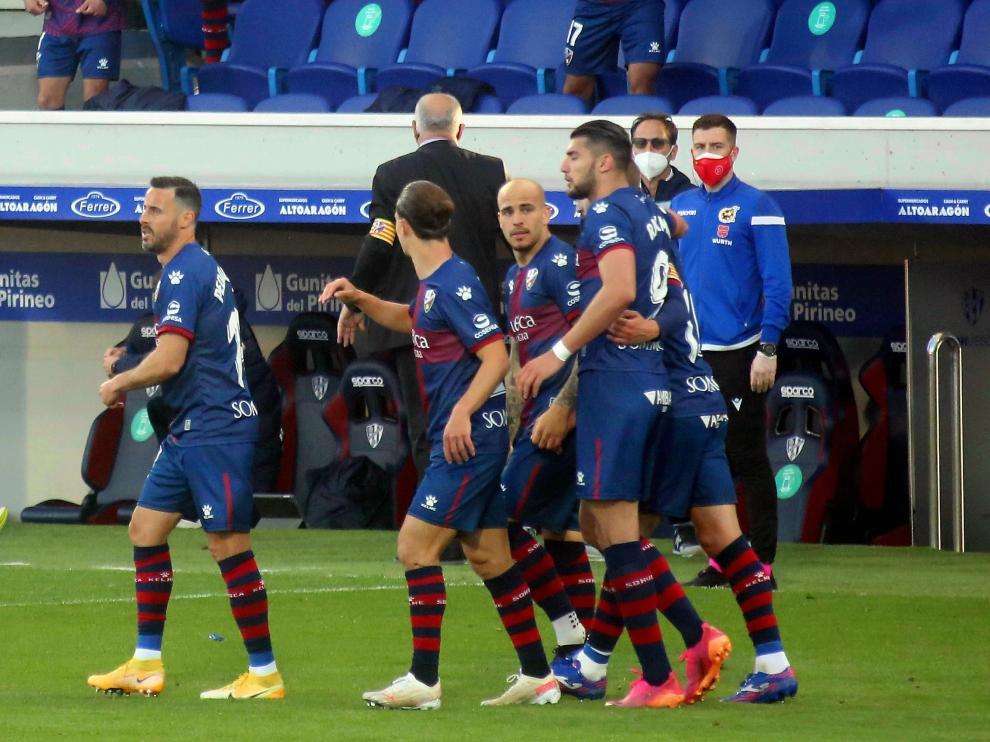 Sandro, rodeado de sus compañeros, tras marcar ante la Real Sociedad.