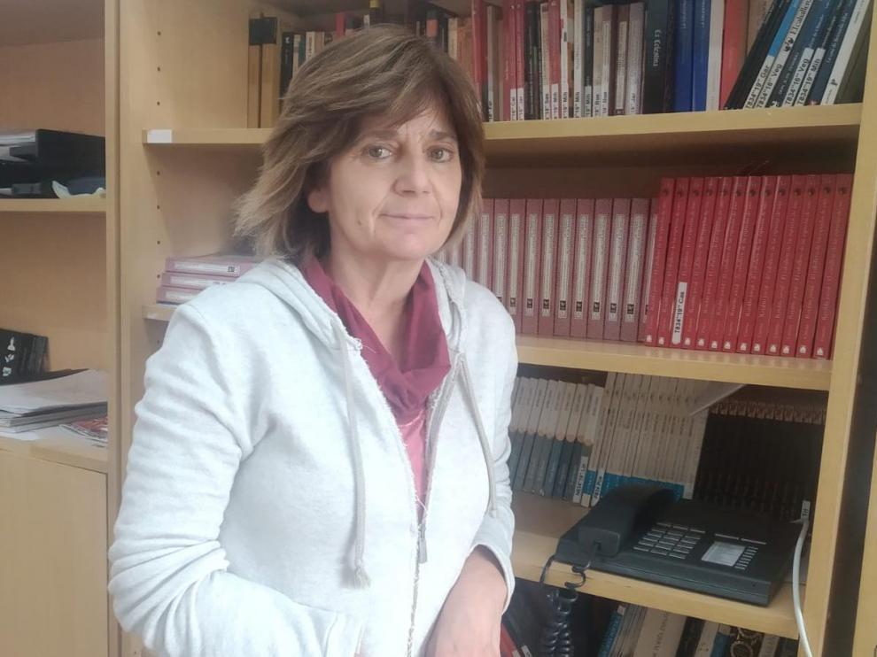 Asun Miranda, en el instituto en el que aún es profesora.