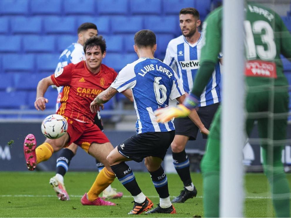 Iván Azón, en una jugada del Espanyol-Real Zaragoza jugado en Barcelona en la primera vuelta.