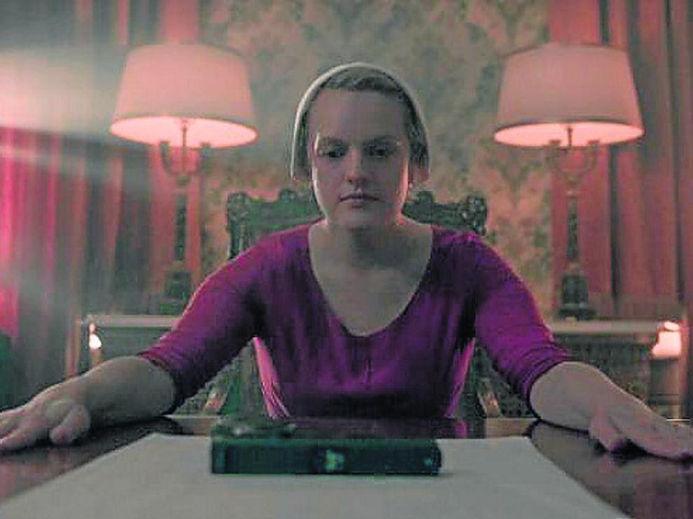 La actriz Elisabeht Moss, en la serie 'El cuento de la criada'.