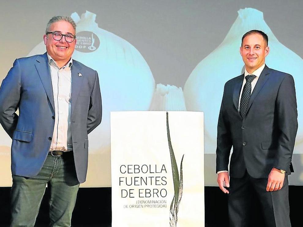 El nuevo presidente de la D. O, Jesús Berdusán, con su predecesor y ahora vicepresidente, Daniel Molina.