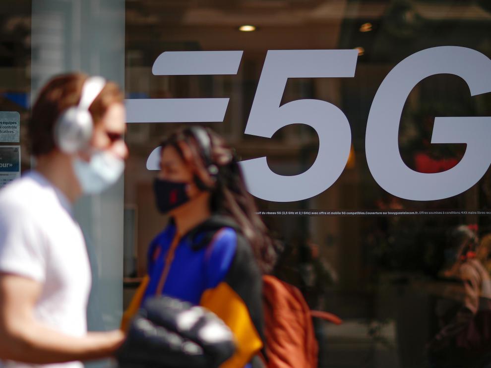 Las redes 5G se proponen conectar –sin apenas retardo y a velocidades de datos de decenas de gigabits por segundo– hasta un millón de dispositivos por kilómetro cuadrado