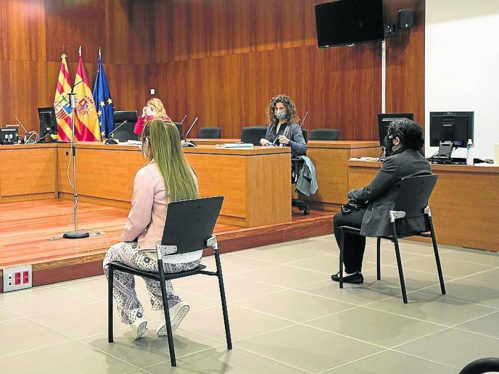 Las acusadas, durante el juicio celebrado este martes en la Audiencia de Zaragoza.