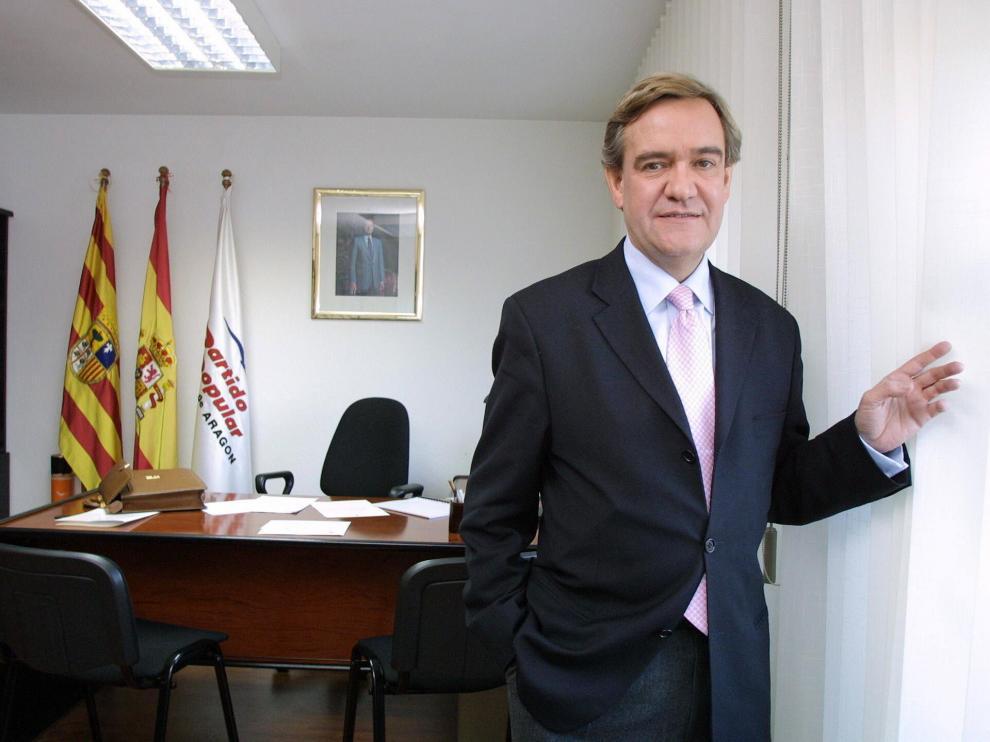 Manuel Giménez Abad, fotografiado en enero de 2001.