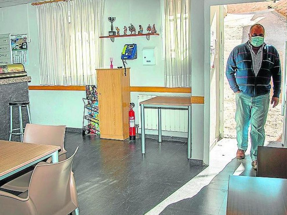 Juan Luis Gómez, alcalde de Orera, busca una pareja que gestione el negocio hostelero del pueblo.