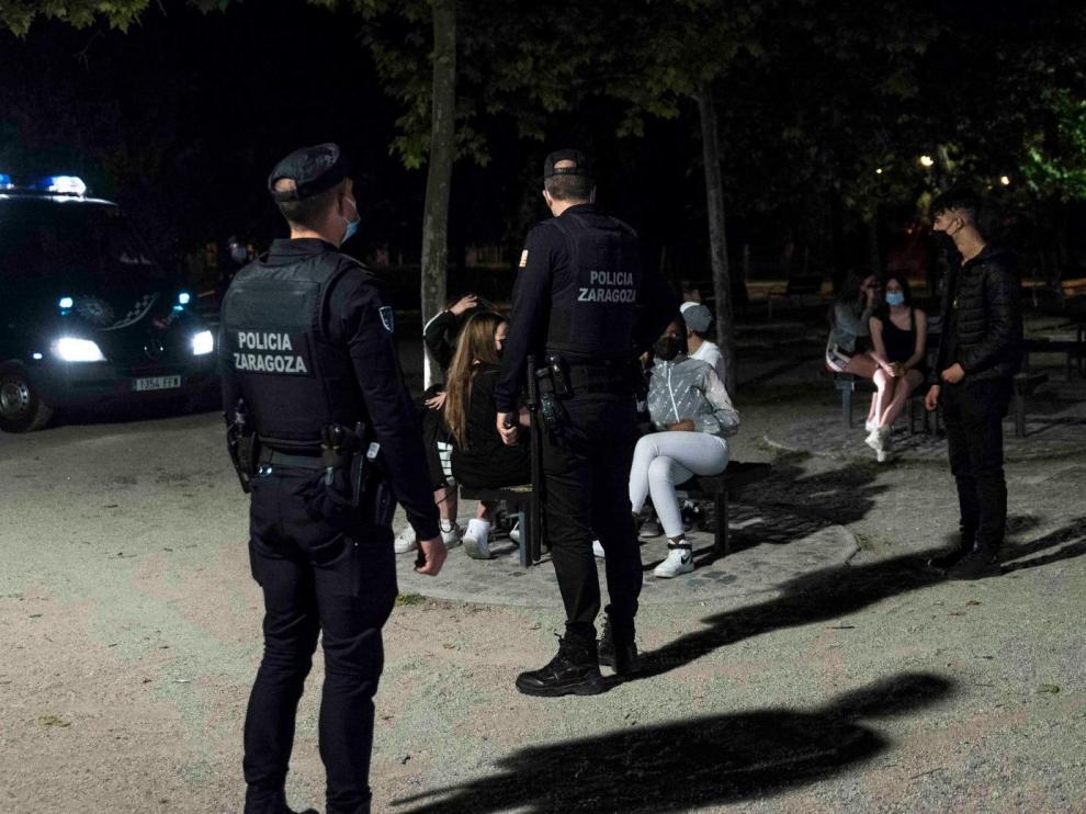 Dispositivo policial durante la primera noche sin estado de alarma en Zaragoza.
