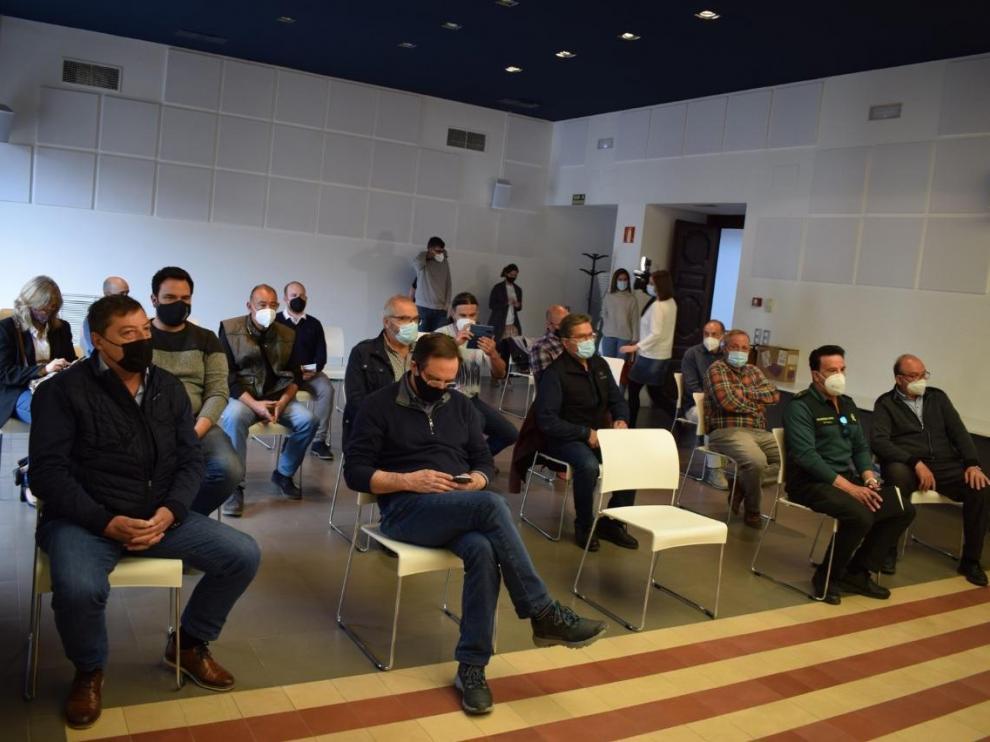 Alcaldes y empresarios de la Ribagorza han asistido este miércoles a la reunión informativa sobre las obras de la N-260 a su paso por el valle de Benasque.