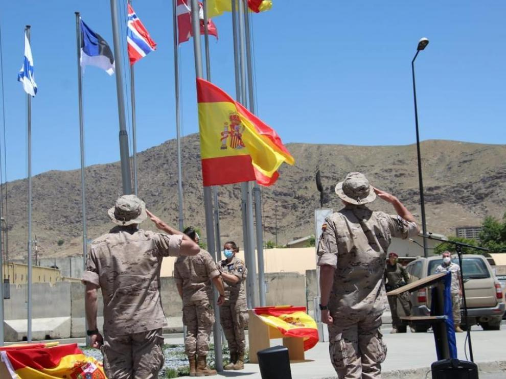 España arría su bandera en Kabul después de 19 años de misión en Afganistán