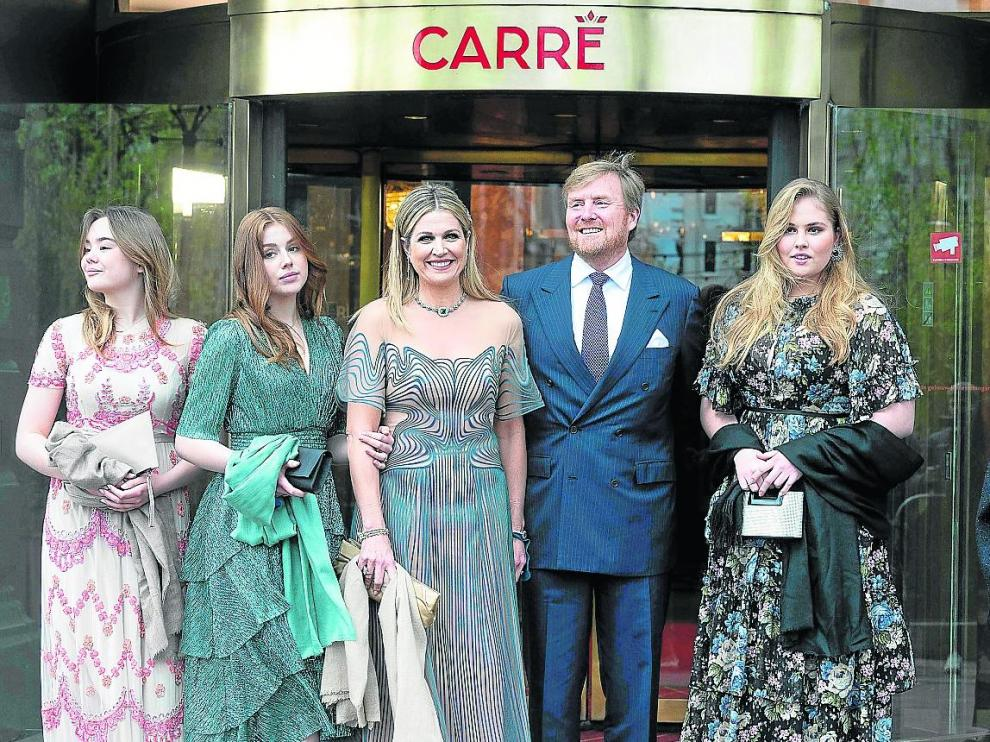 Máxima con su marido, el rey Guillermo, y sus tres hijas, en la celebración de su 50 cumpleaños.