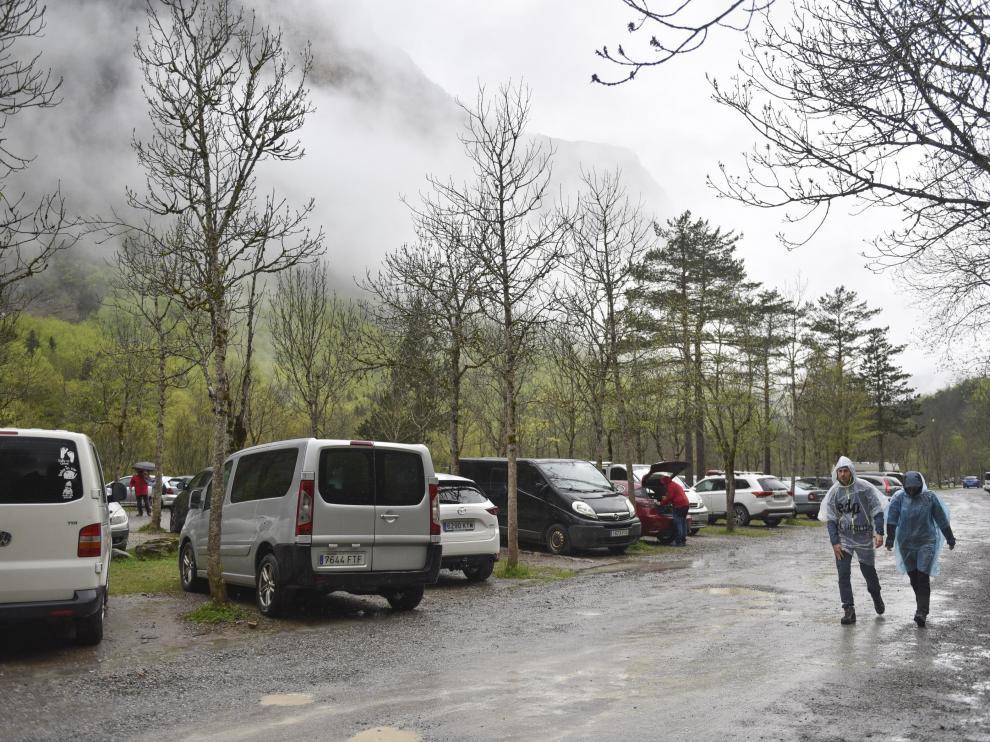 Turistas en el Pirineo en el primer fin de semana completo sin estado de alarma.