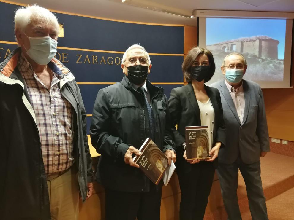Carlos Pellejero, José Ramón Gaspar, Teresa Ladrero y Carlos Forcadell este martes en la presentación de la obra