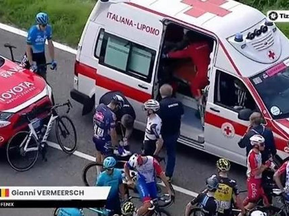 Carrera neutralizada por una masiva caída de ciclistas