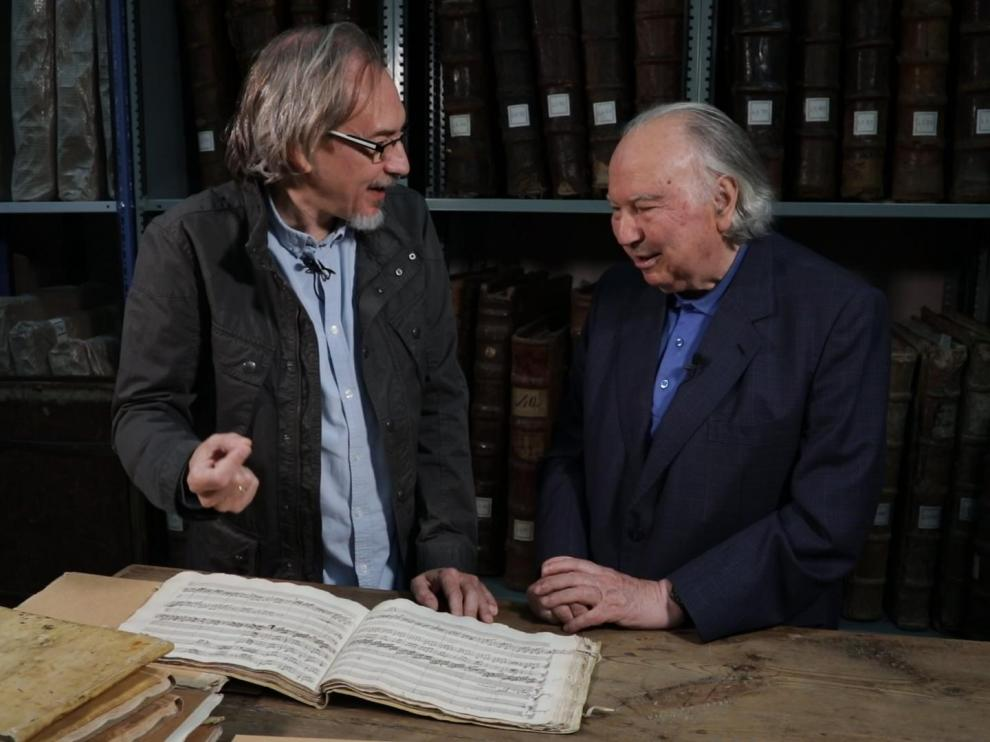 Luis Antonio González y José Luis González Uriol, en un momento del documental.