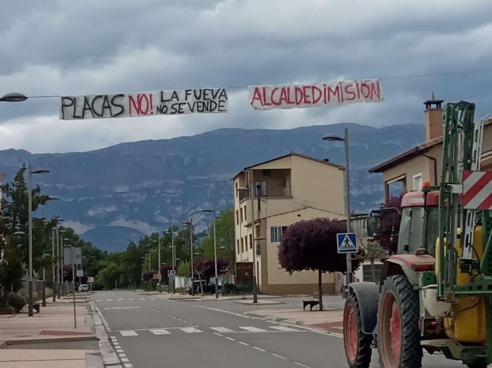 Pancarta colocada en Tierrantona, una de las localidades del municipio de La Fueva.