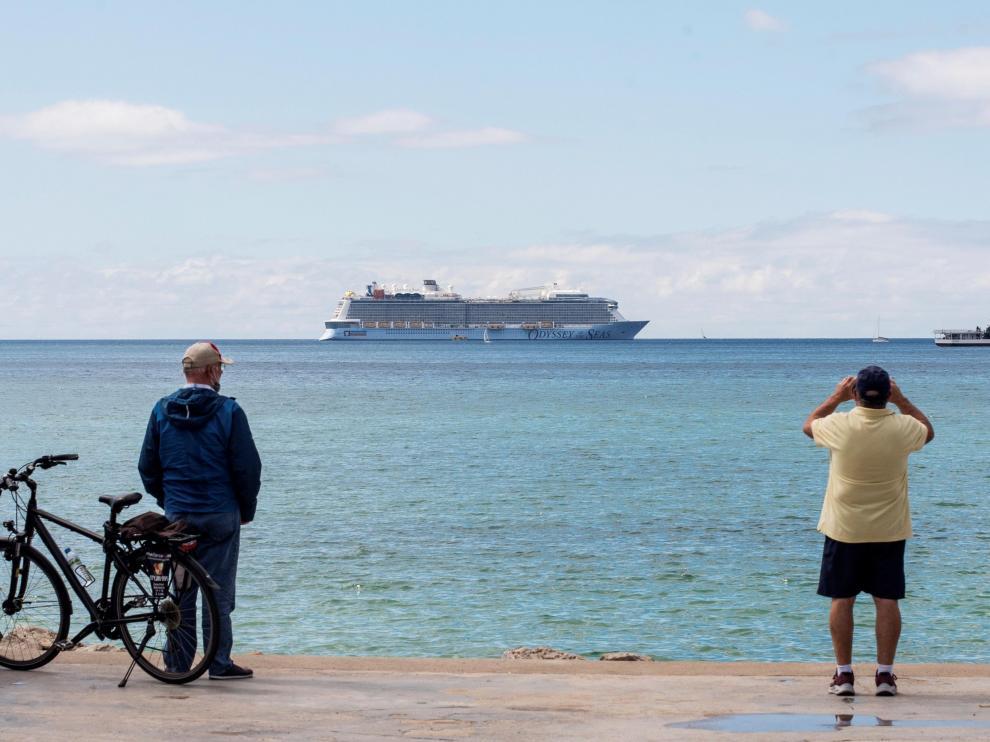El crucero 'Odyssey of the Seas' en la bahía de Palma