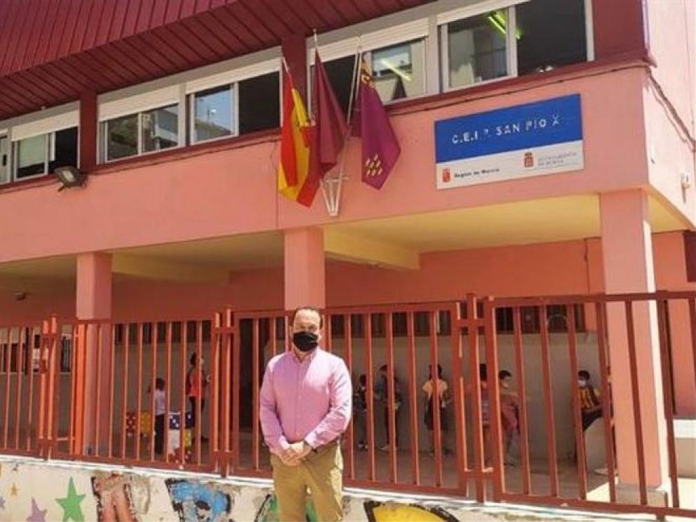 El concejal de Vox en Murcia, José Palma, durante una visita este miércoles al colegio San Pio X.