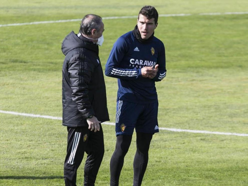 Zapater, con Juan Ignacio Martínez, en un entrenamiento.