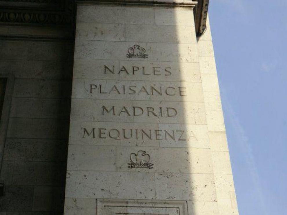 ¿Por qué el nombre de Mequinenza aparece en el Arco del Triunfo de París?