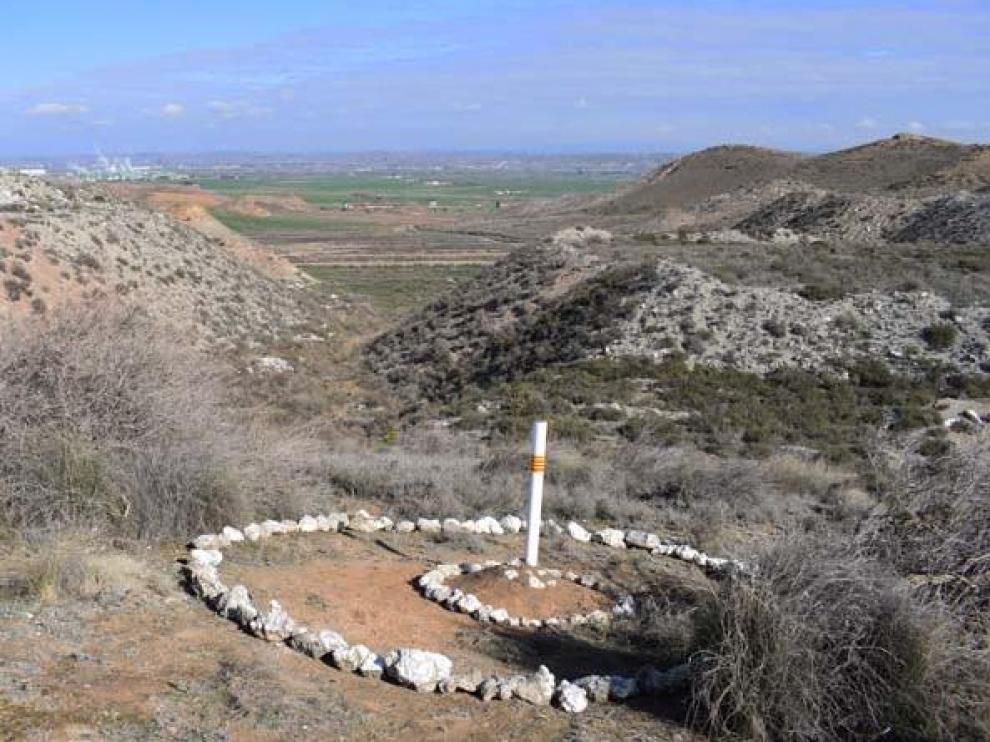 El centro geográfico de Aragón se encuentra marcado con un poste.