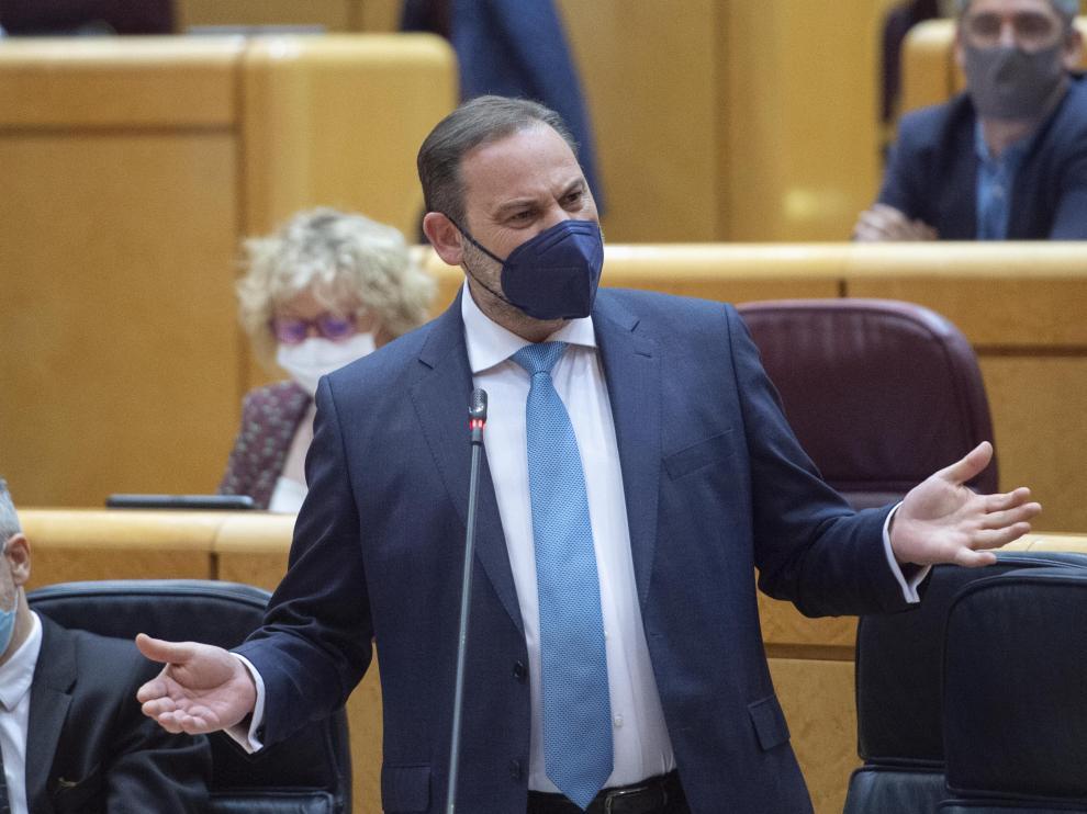 El ministro de transportes, José Luis Ábalos, interviene en una sesión de control al Gobierno en el Senado la pasada semana.