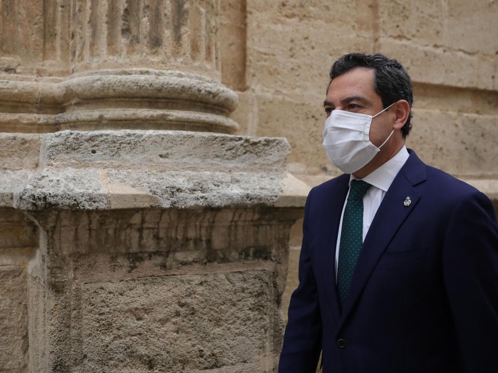 Juanma Moreno a su llegada al Parlamento andaluz, el pasado jueves.