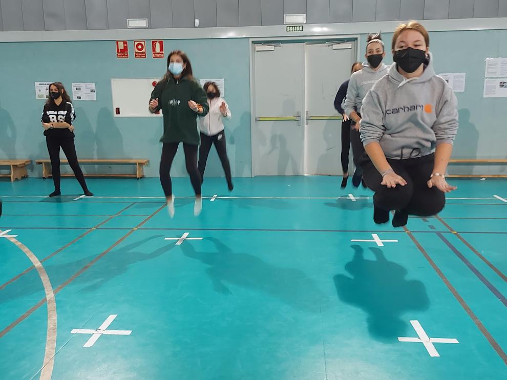Danza contemporánea y nuevas tecnologías se han combinado a la perfección, en el bloque de Expresión corporal del área de Educación Física del instituto.