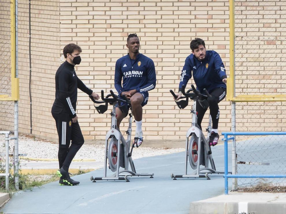 Jair Amador y Cristian Álvarez, en la bicicleta estática.