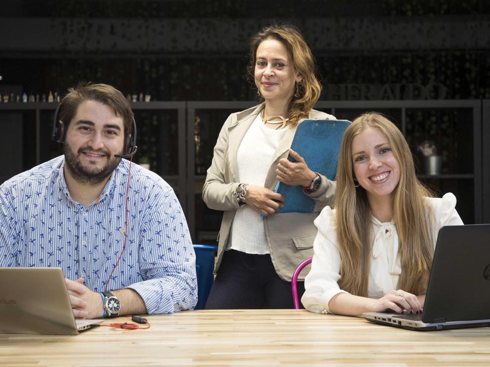 Los traductores e intérpretes aragoneses Guillermo Pinilla, María Pilar Cardos (centro), y Natalia Gascón.