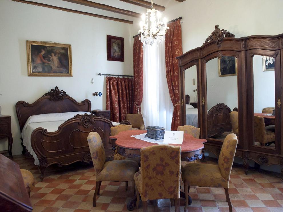 El recargado dormitorio del palacio de los Condes de Bureta.