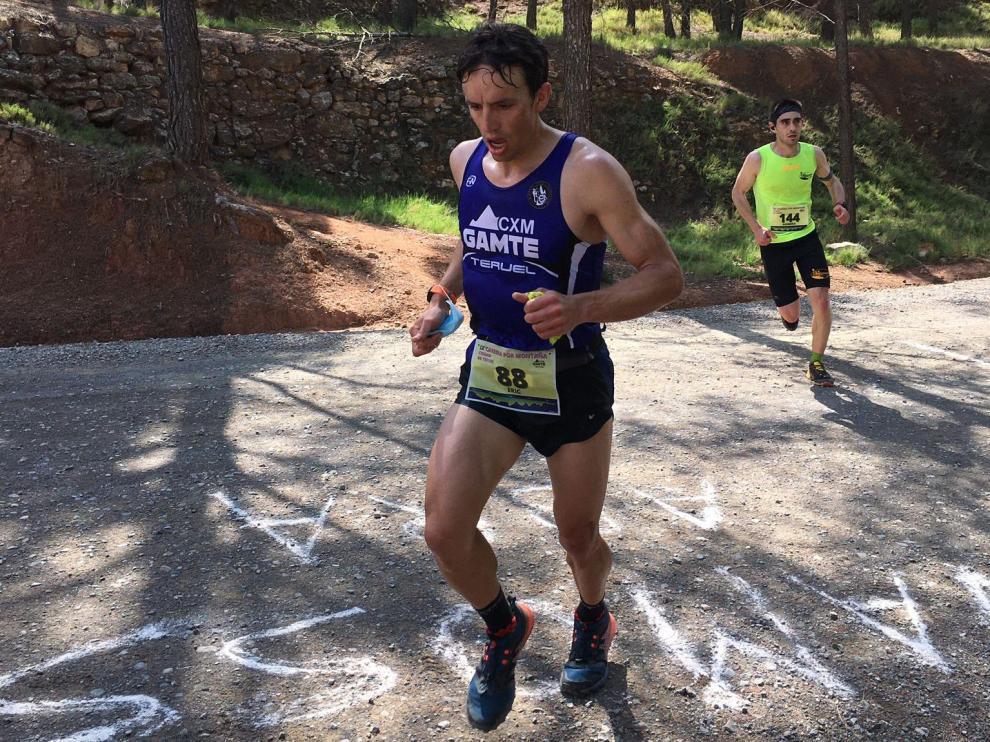 Uno de los participantes de la prueba de carrera por montaña Ciudad de Teruel