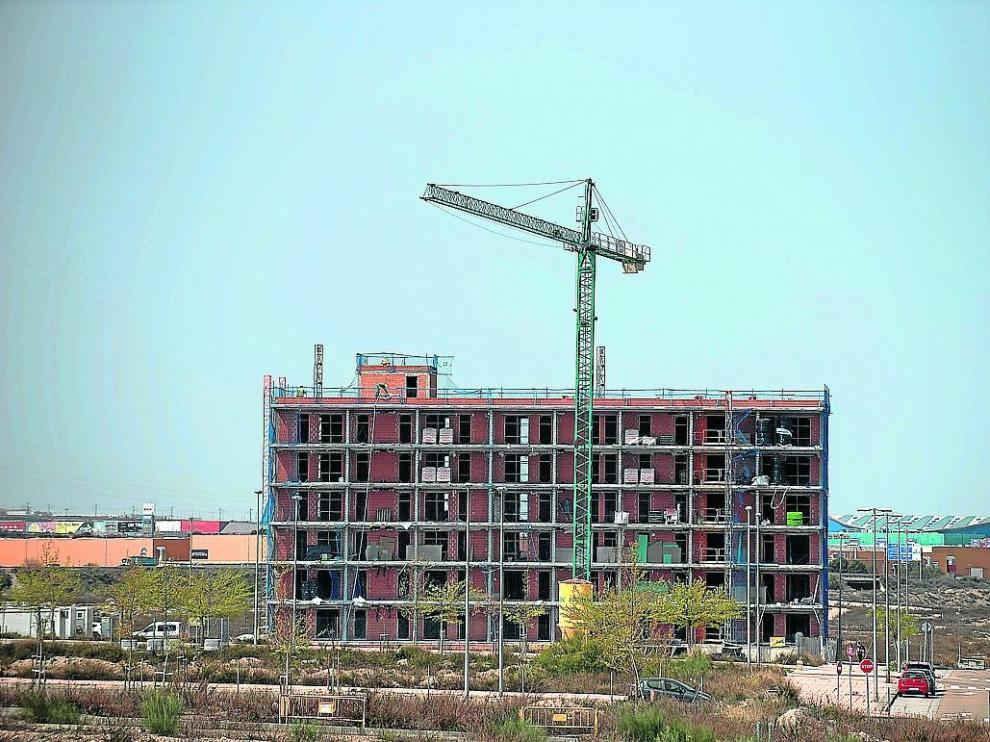 Vista de un edificio de viviendas en construcción en el barrio de Arcosur.