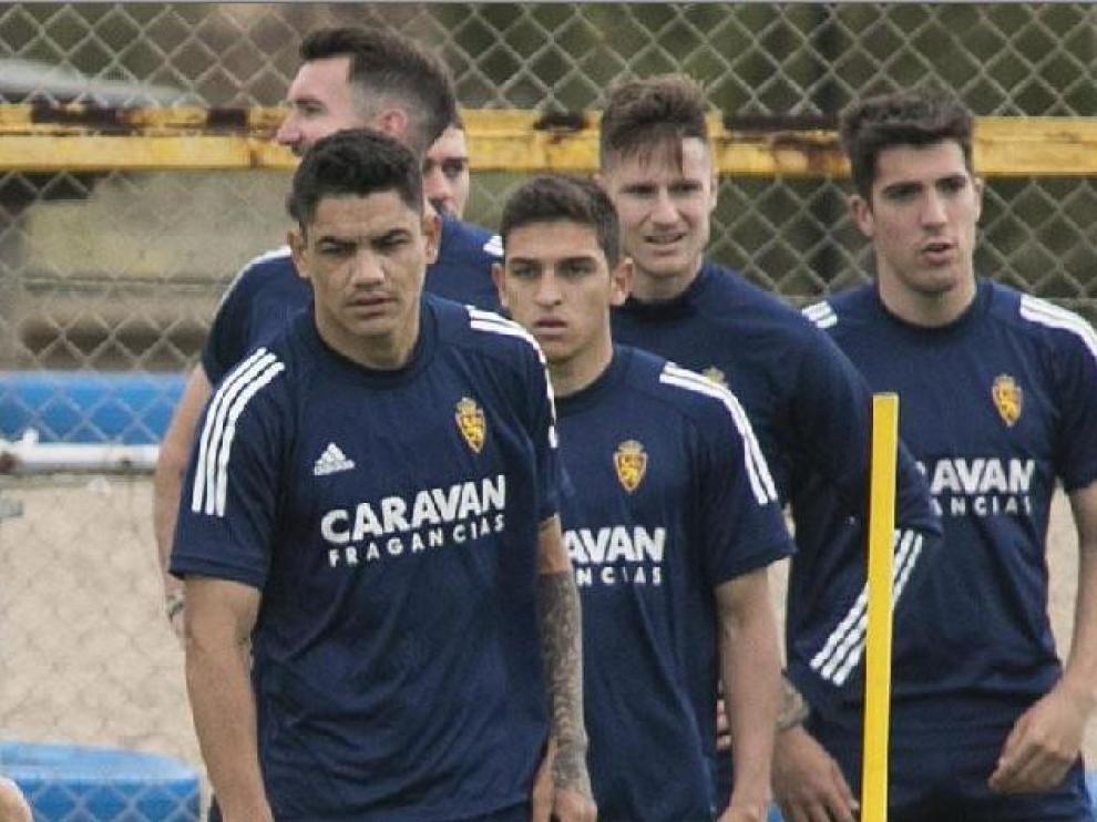 Gabriel Fernández, Sanabria, Peybernes y –casi tapado– Zanimacchia (a la izda.), cuatro cedidos del último año, junto a Vigaray y Larrazabal en un entrenamiento reciente.