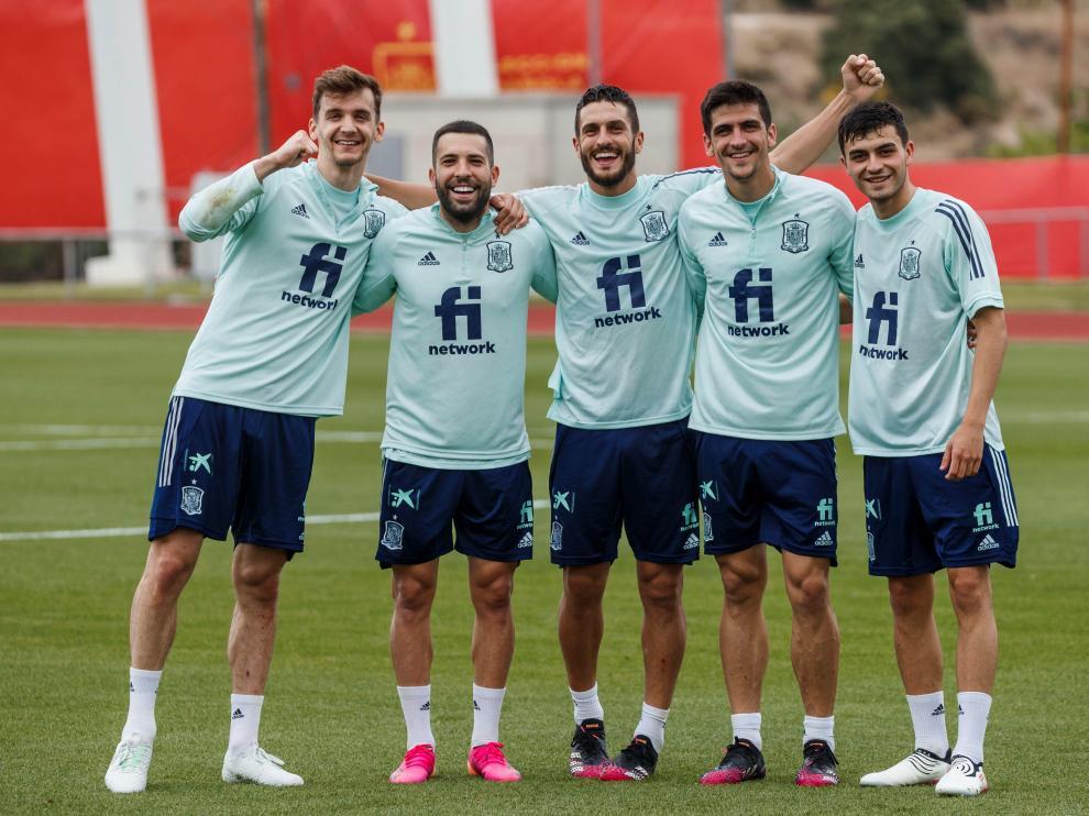 Diego Llorente, a la izquierda, en una foto de archivo junto a otros compañeros de la selección