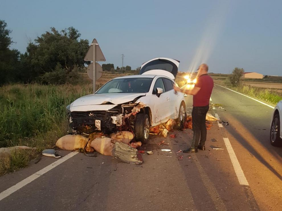Una imagen del accidente ocurrido este martes en la carretera comarcal que va de Alagón a Cabañas de Ebro.