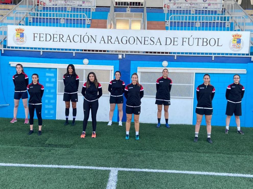 Foto de familia de las nuevas colegiadas de la Federación Aragonesa.
